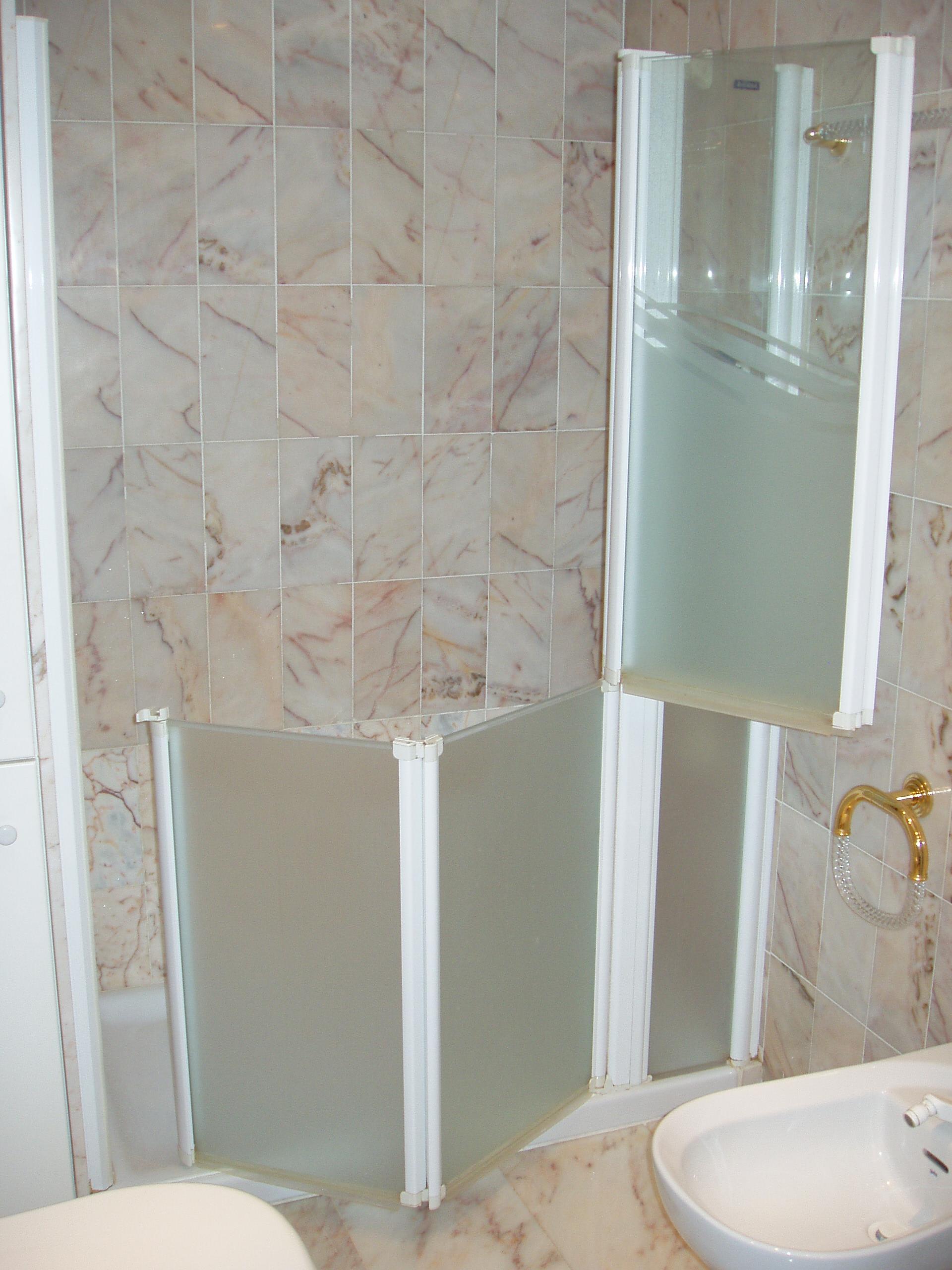 Mampara adaptada ducha especialistas en adaptar espacios for Duchas para minusvalidos